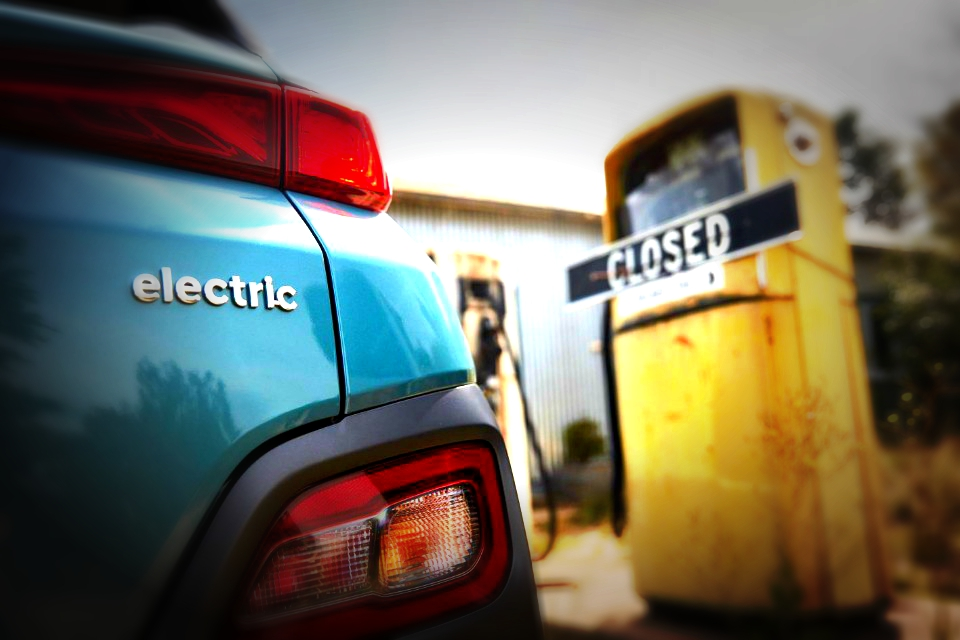 Poll finds Aussies want Govt support for EVs