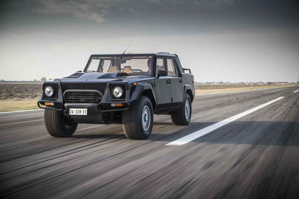 Lambo's LM002 could out ranger a Range Rover