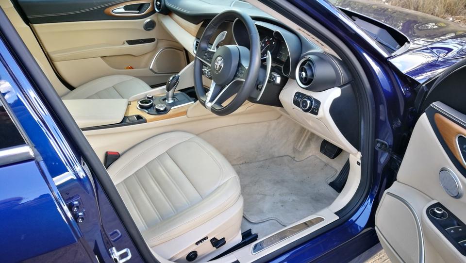 Chris Alfa Romeo Giulia Super diesel front seats