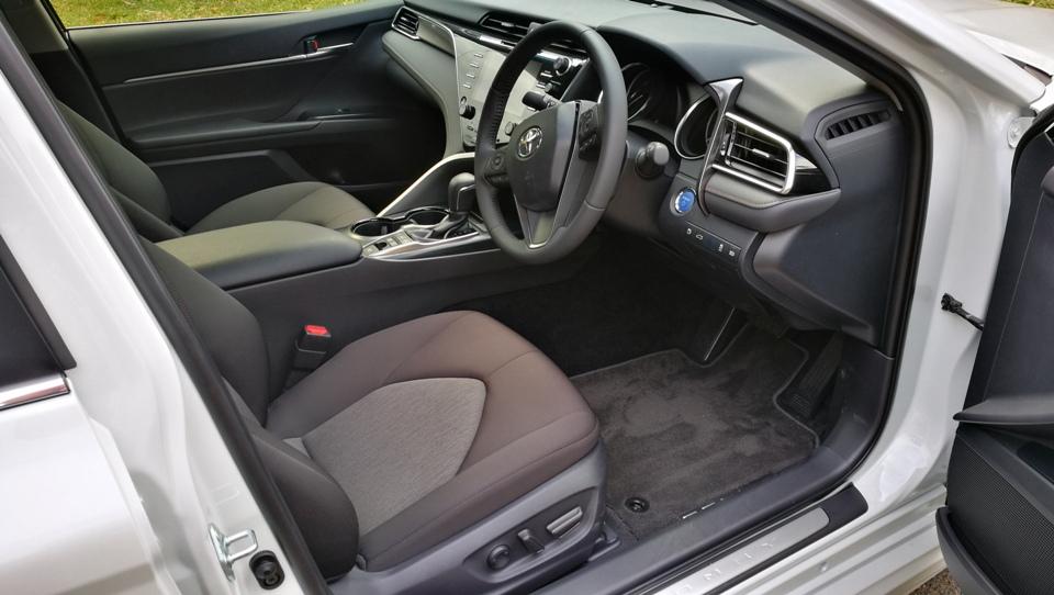 Chris Ascent Hybrid front seats