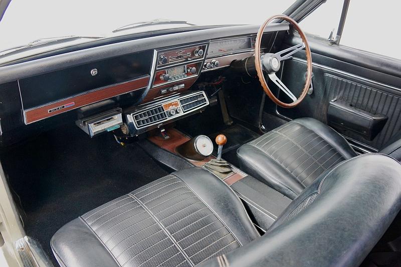 HK MOnaro GTS 327 interior