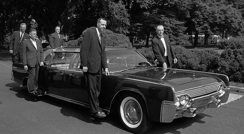 Kennedy Lincoln before assassination 3
