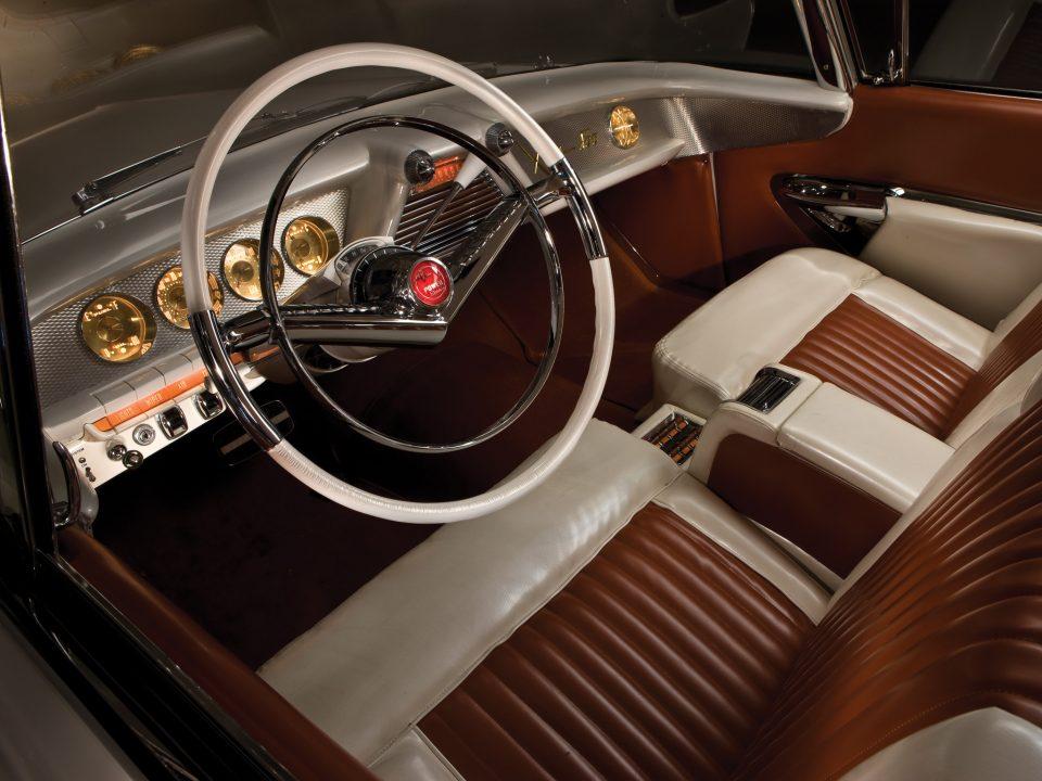 XM 800 interior 1