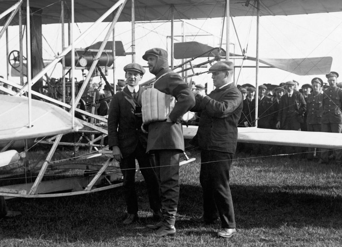 Rolls pioneering flight 1