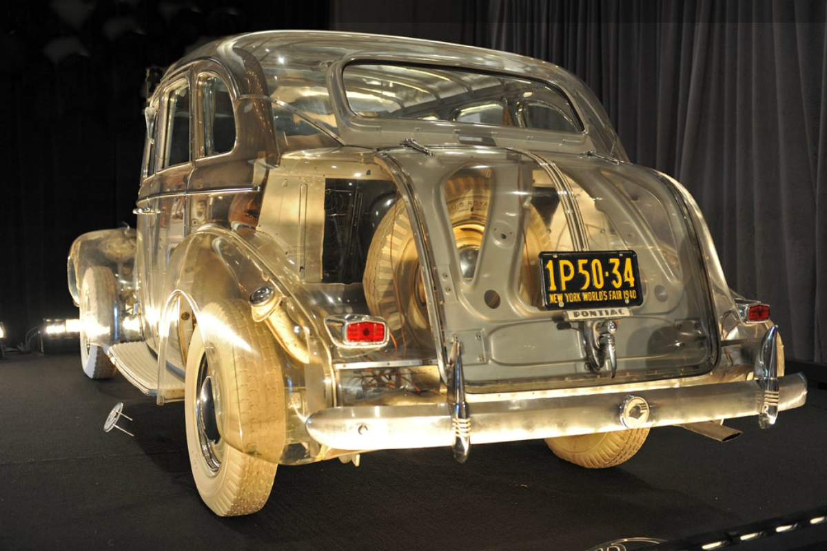 1939 Pontiac Plexiglas Deluxe Six Ghost Car.jpg 1