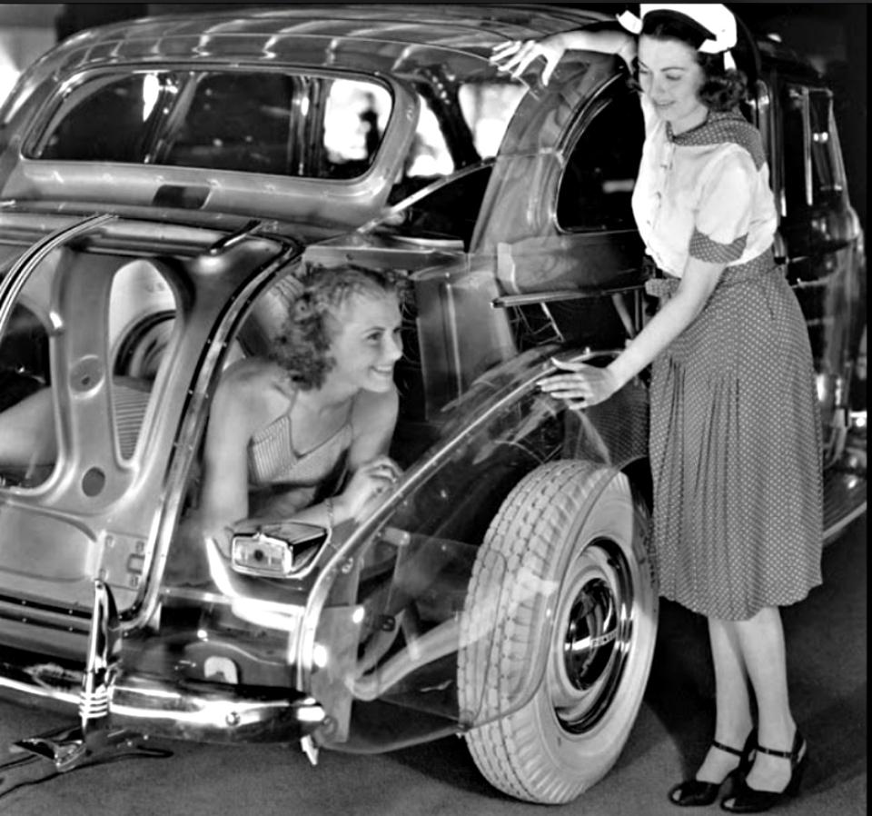 1939 Pontiac Plexiglas Deluxe Six Ghost Car.jpg 11