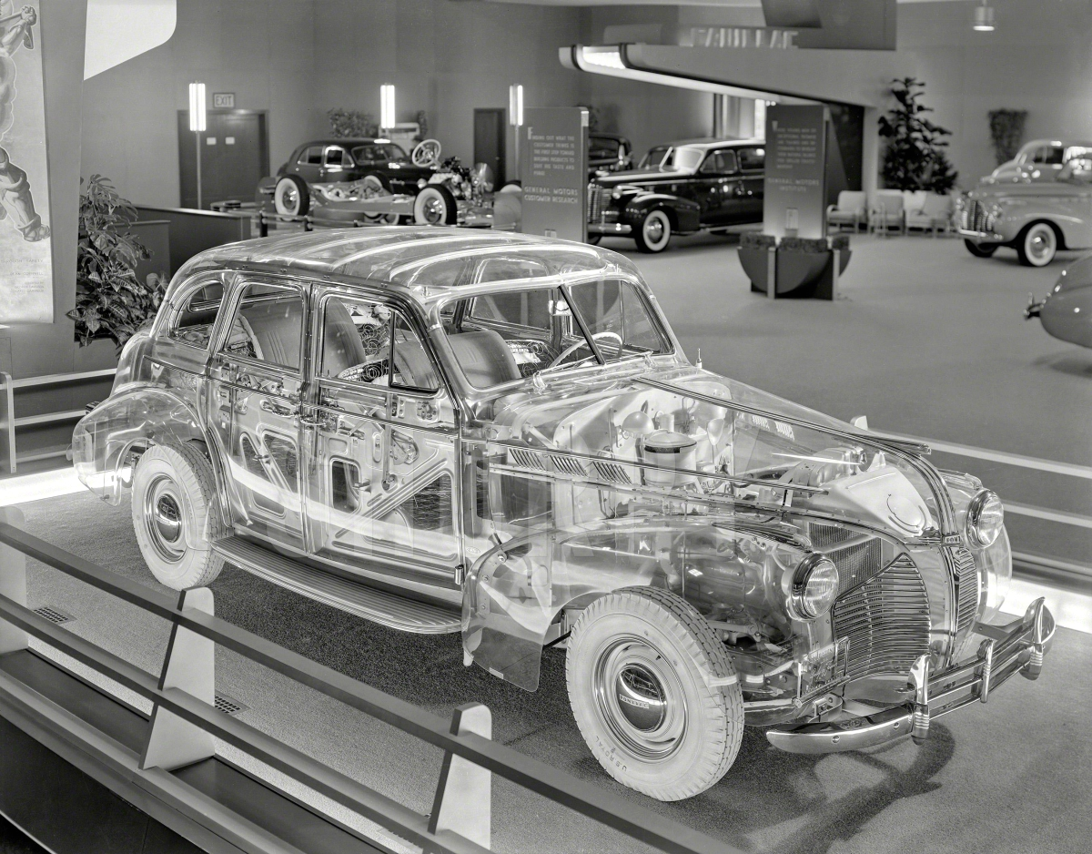 1939 Pontiac Plexiglas Deluxe Six Ghost Car.jpg 2
