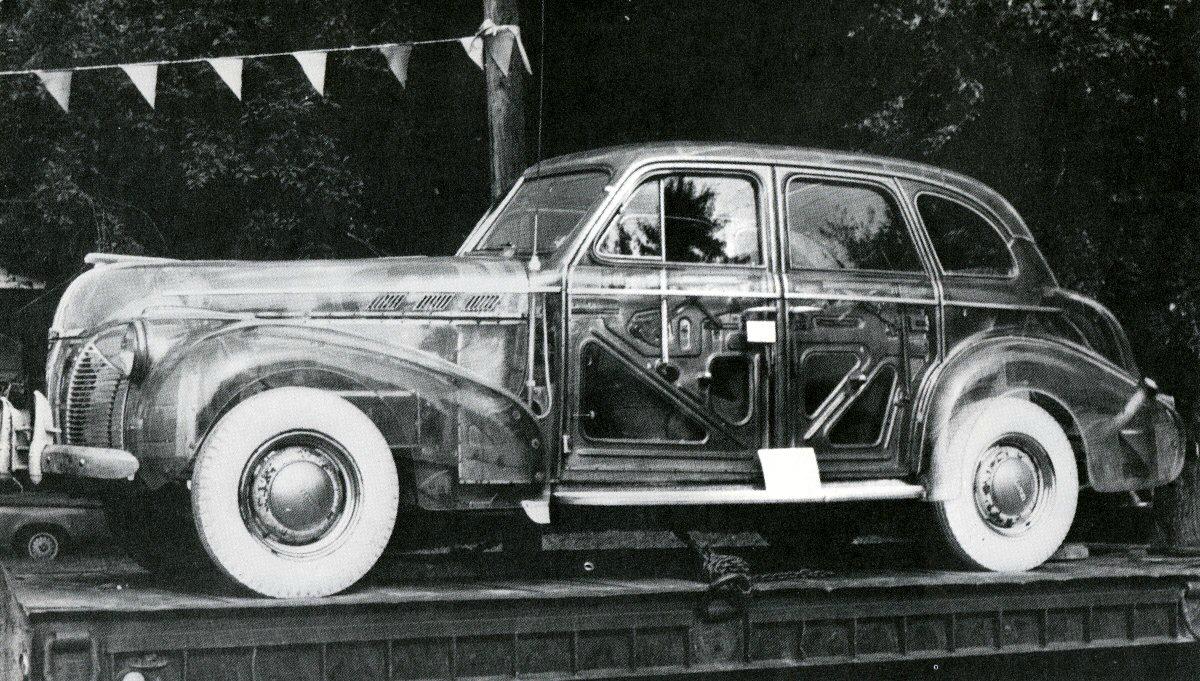 1939 Pontiac Plexiglas Deluxe Six Ghost Car.jpg 6