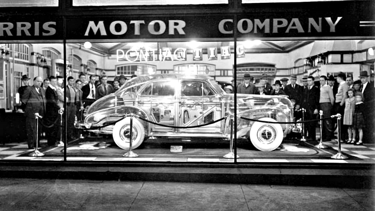 1939 Pontiac Plexiglas Deluxe Six Ghost Car.jpg 7