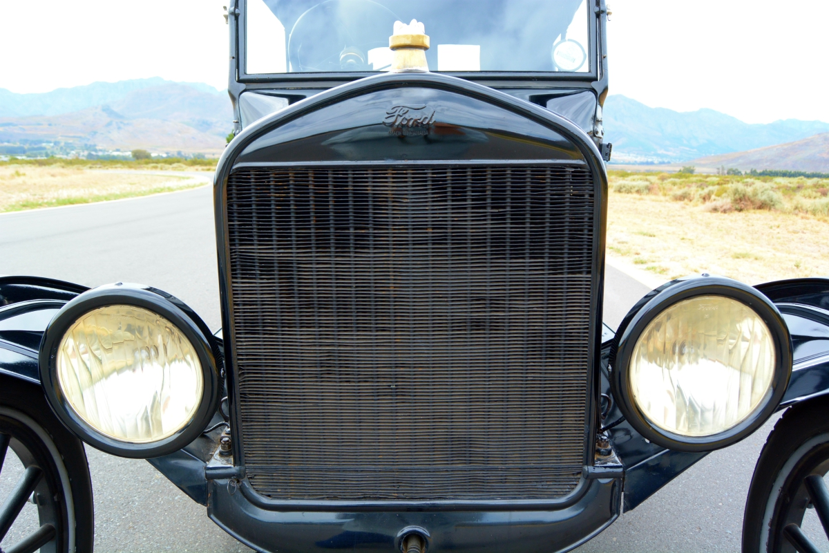 Ford's Model T -- Mr Monk drives the car that started it all