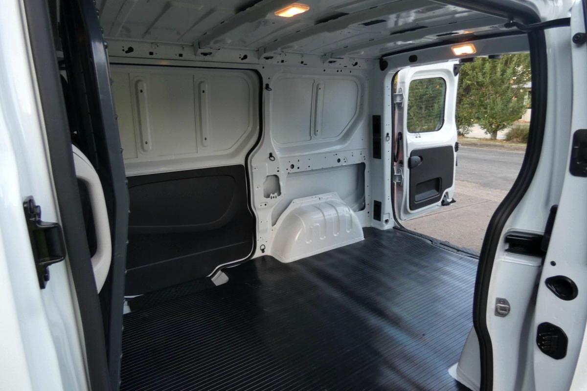 2020 Mitsubishi Express SWB GLX 2.0 auto 11