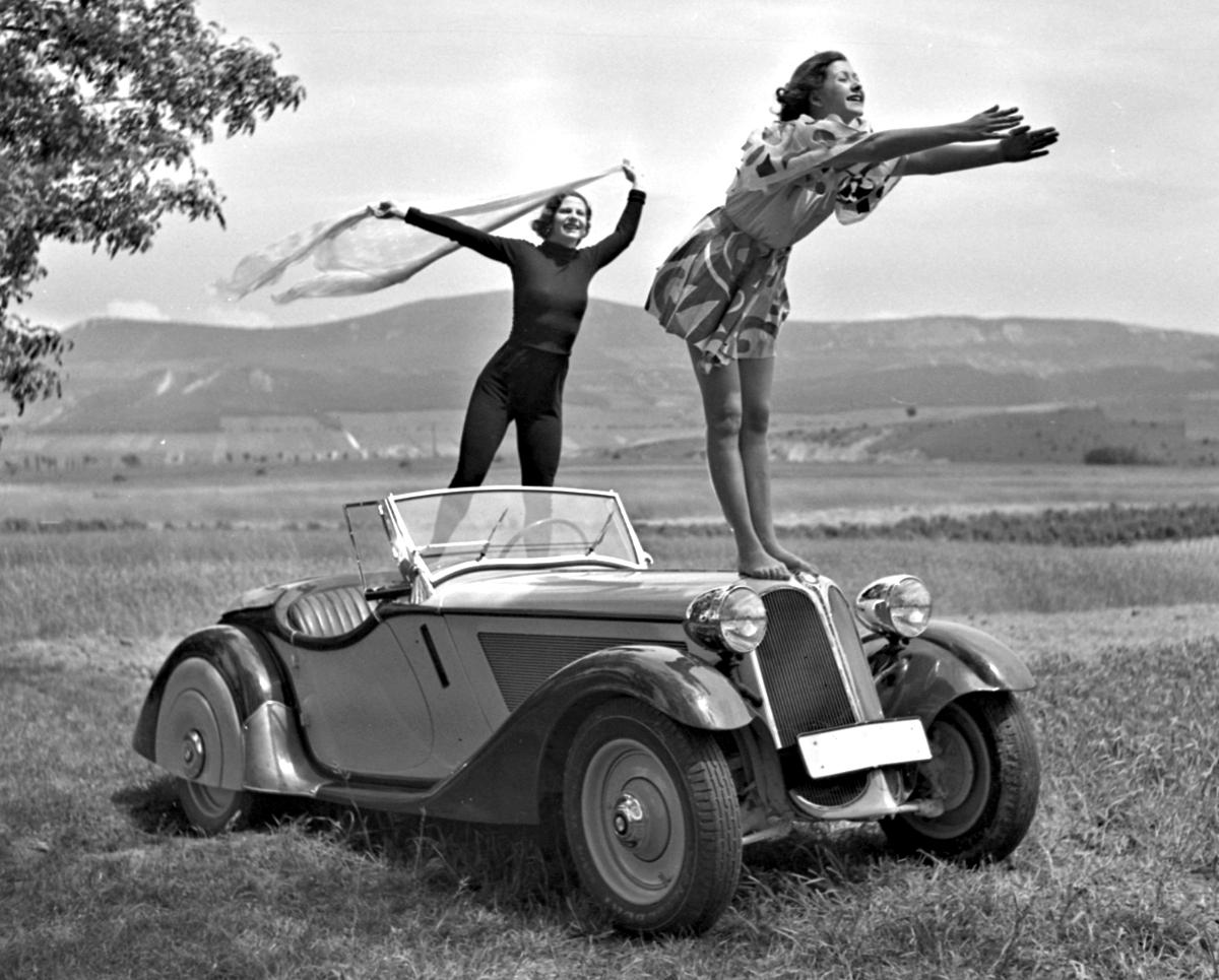 BMW 319 girls