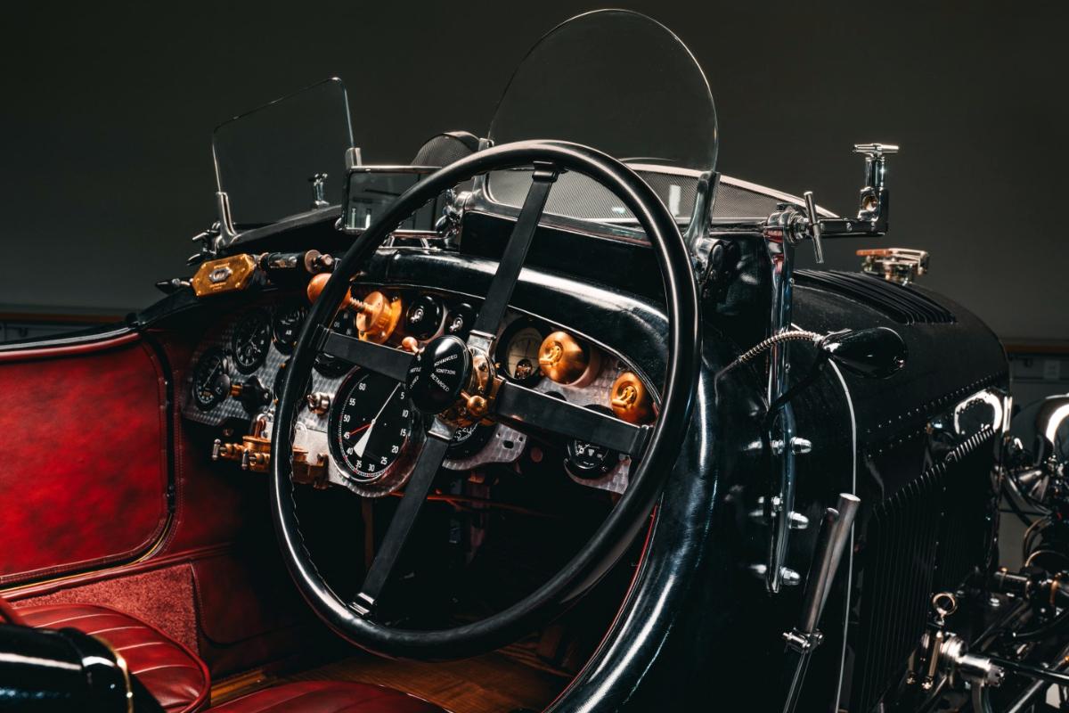 Bentley Blower dash closeup