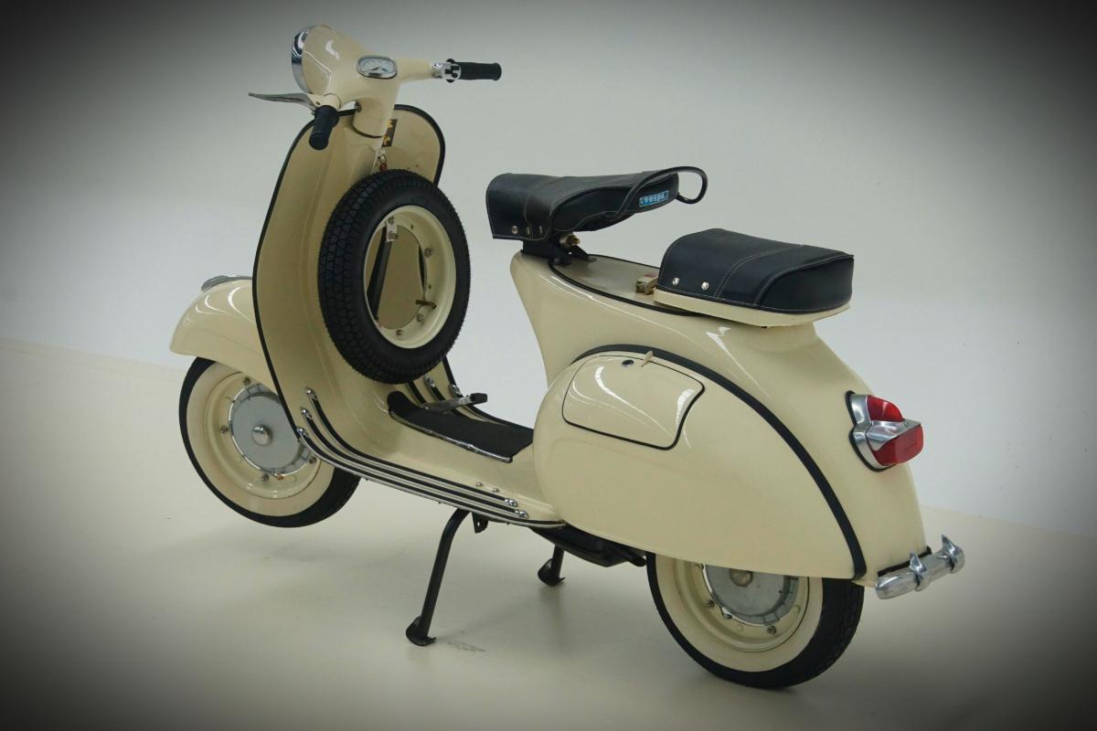1961 Vespa Piaggio 150 Scooter 10