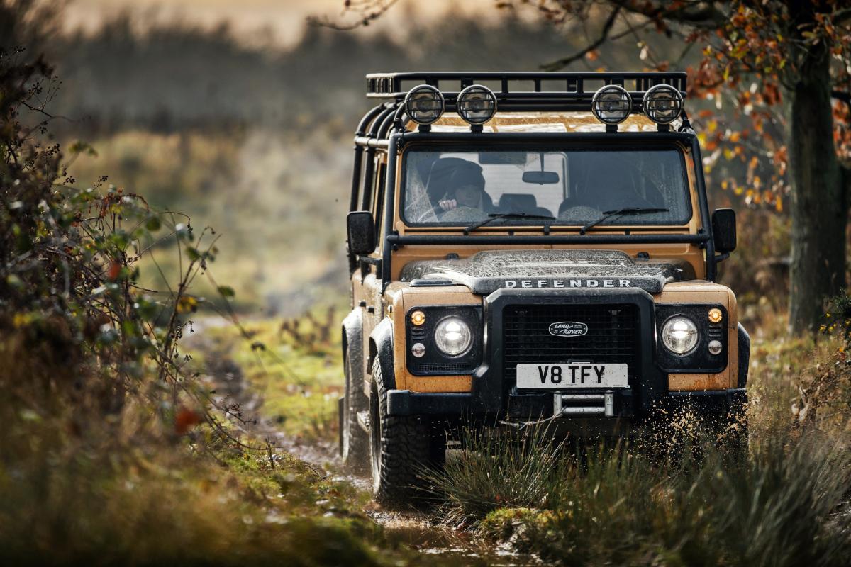 2021 Land Rover Defender Classic Works V8 Trophy 4