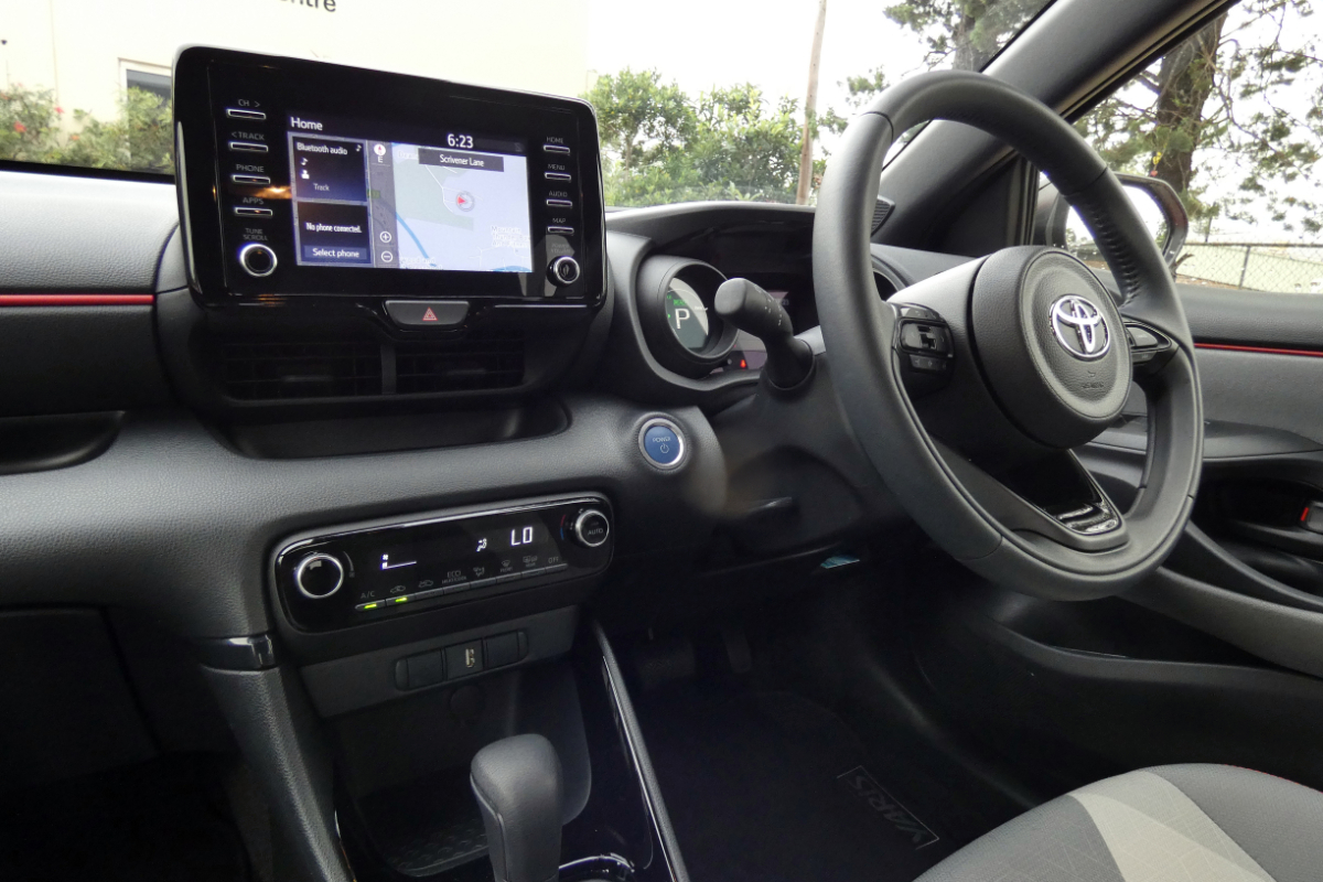 2021 Toyota Yaris ZR Hybrid Coral 8