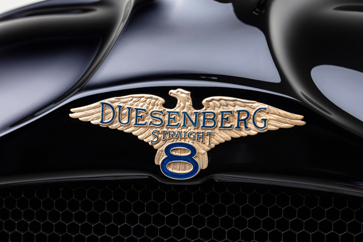 Duesenberg emblem