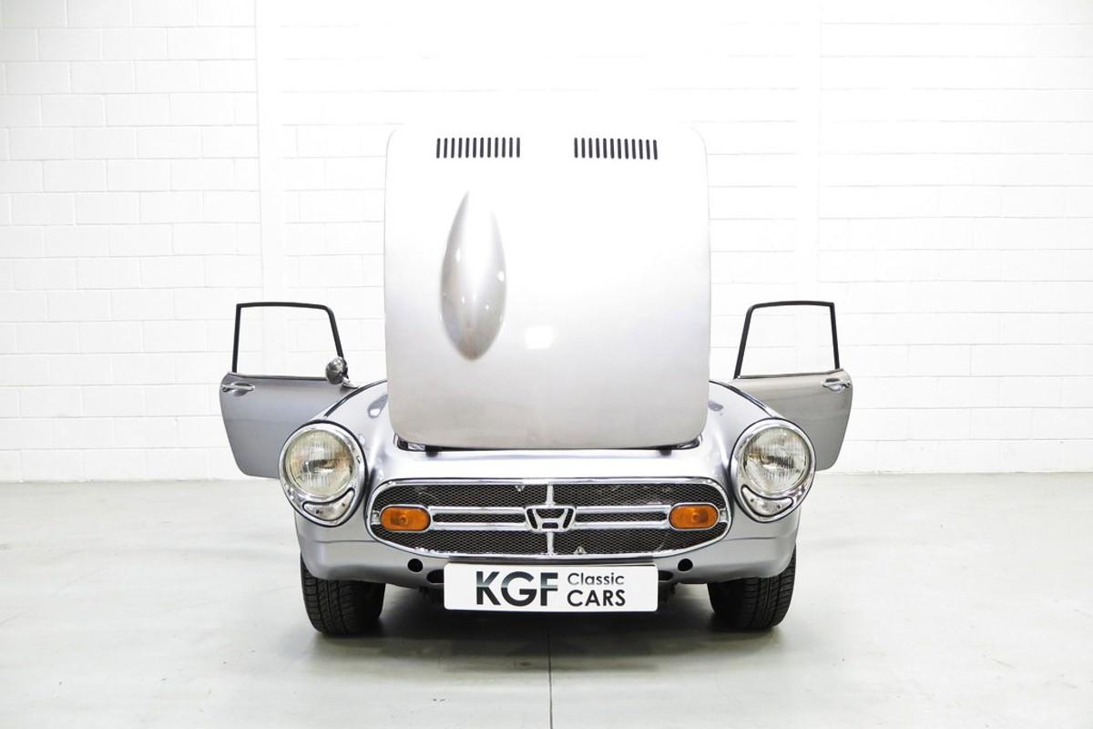 1966 Honda S800 sports car 6