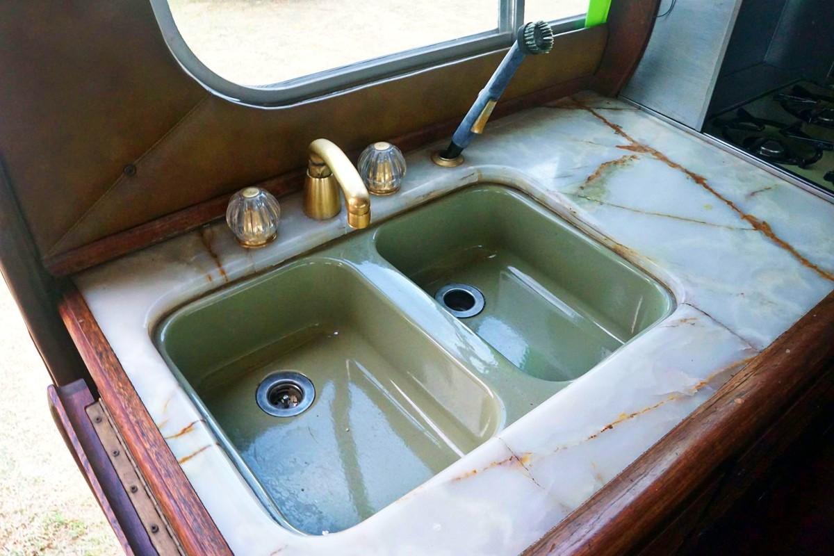 1975 Dodge DayStar St Tropez motorhome 12