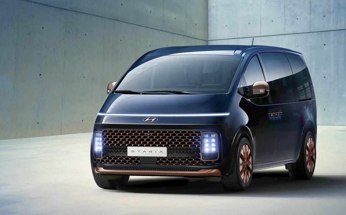 2021 Hyundai Staria Premium people mover 2