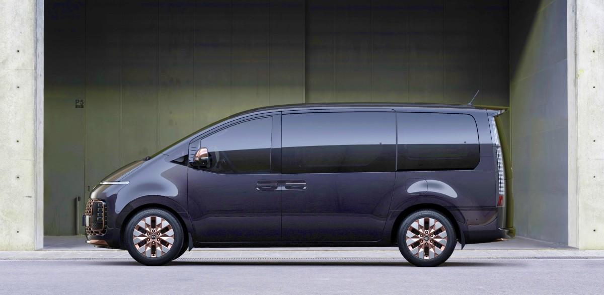 2021 Hyundai Staria Premium people mover 5