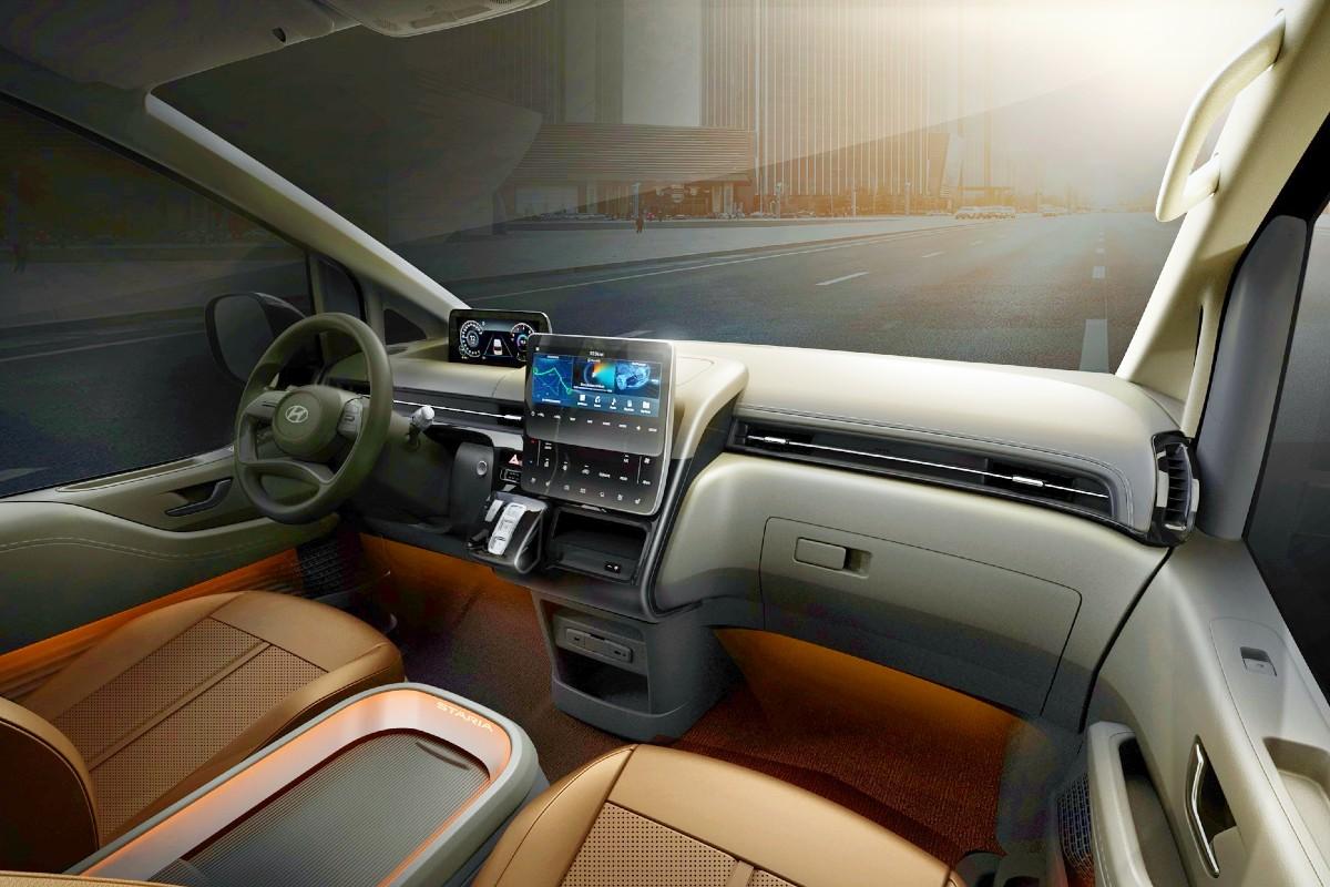 2021 Hyundai Staria Premium people mover 7