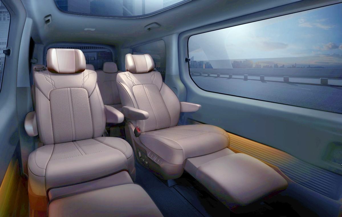 2021 Hyundai Staria Premium people mover 8