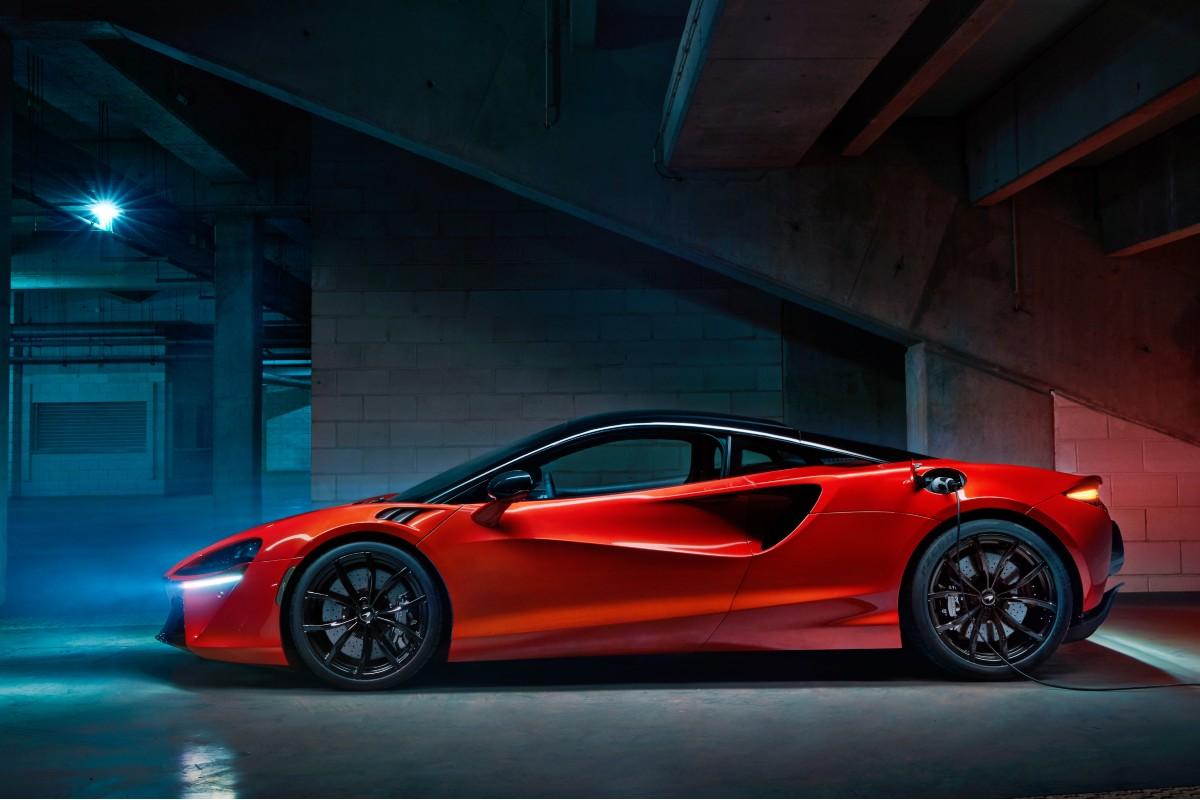 2021 McLaren Artura 1