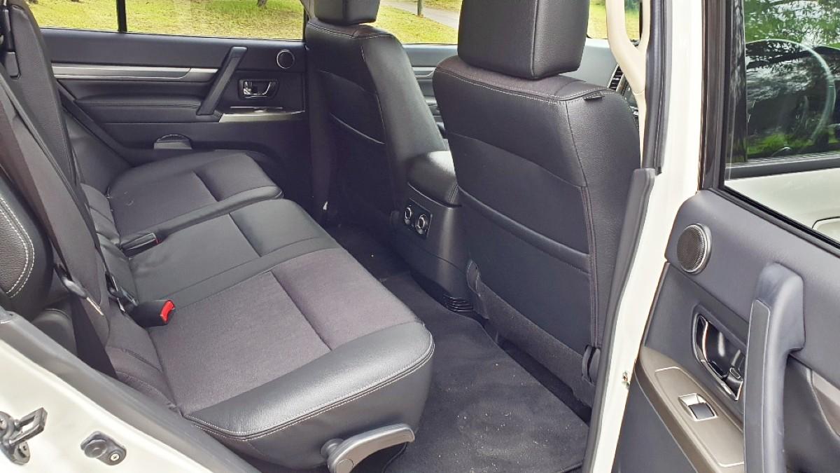 2021 Mitsubishi Pajero GLS 13
