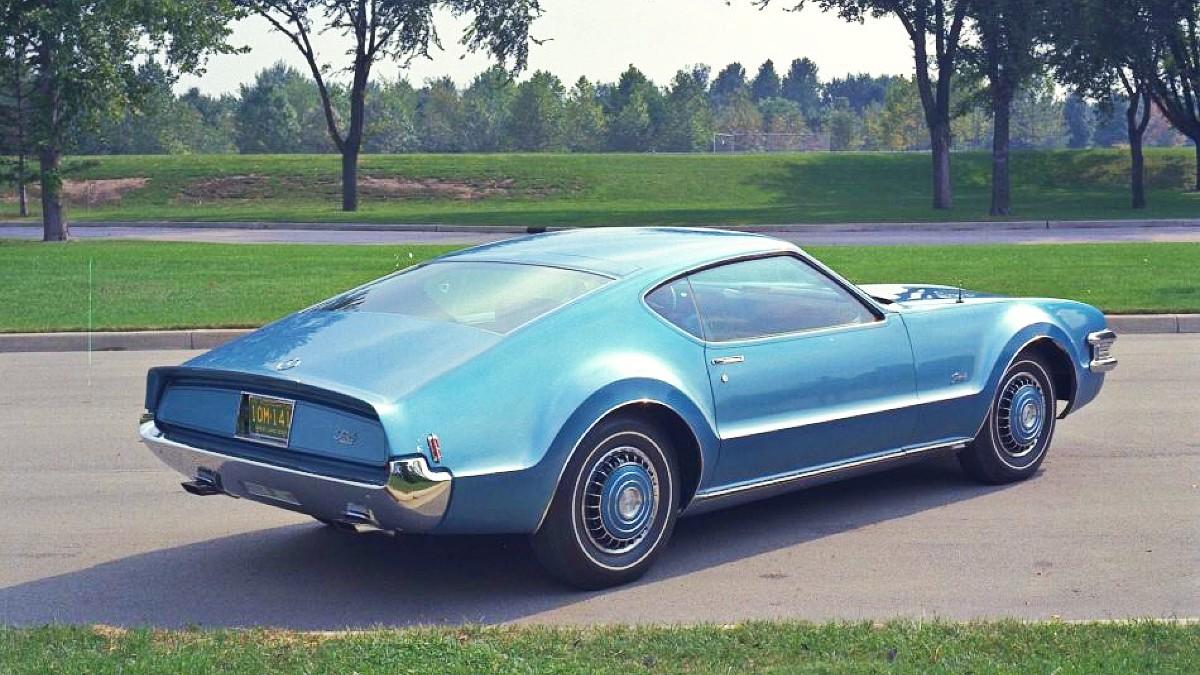 Short 1968 Oldsmobile Toronado 2