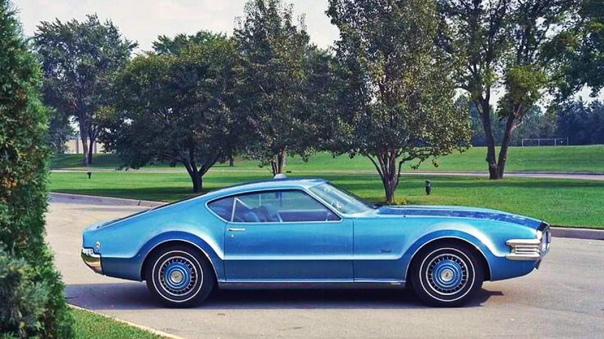 Short 1968 Oldsmobile Toronado 4