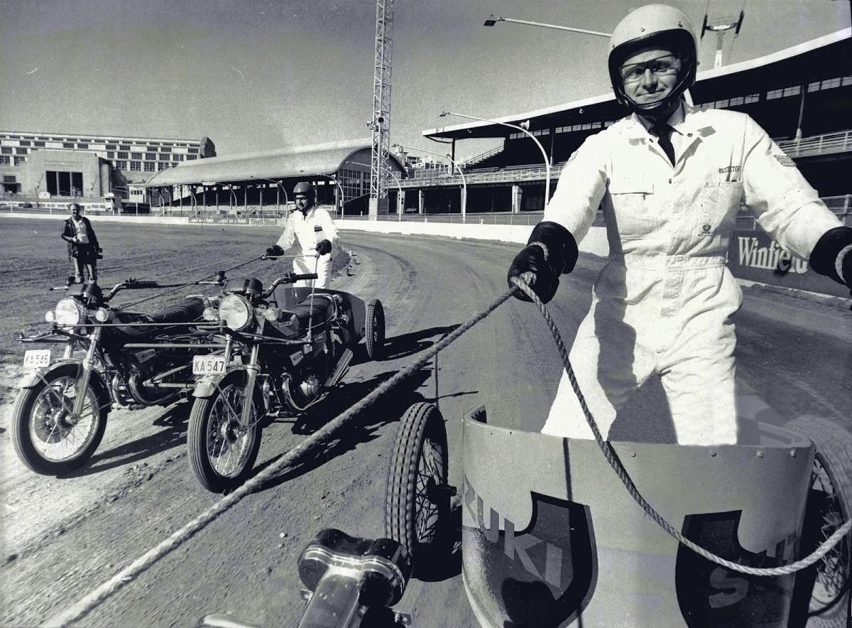 1974 Police rehearsalChariot