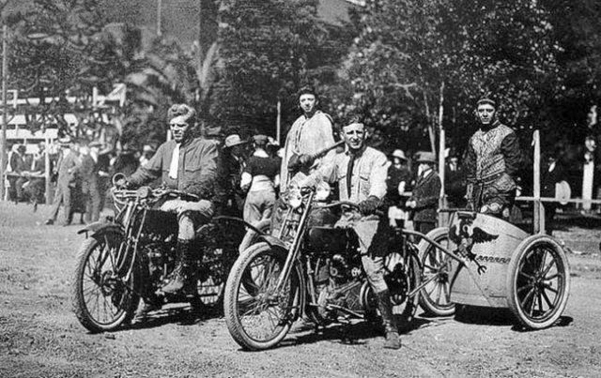 Motorcycle Chariot Racing 6