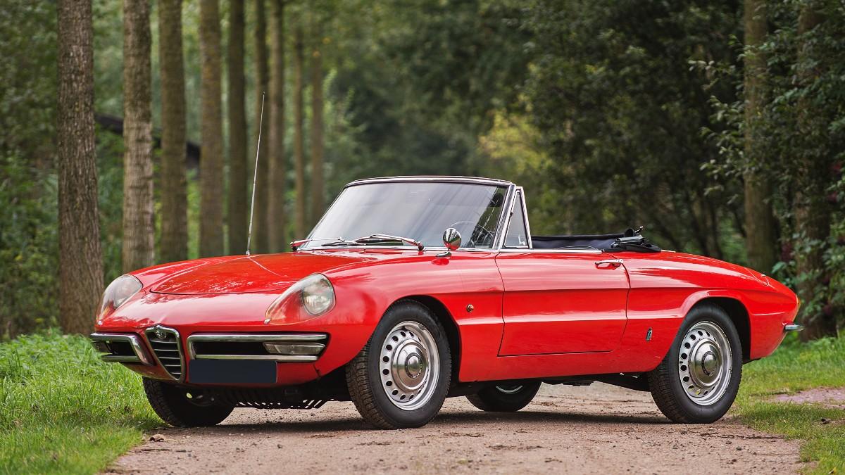 1966 Alfa Romeo 1600 Spider 2