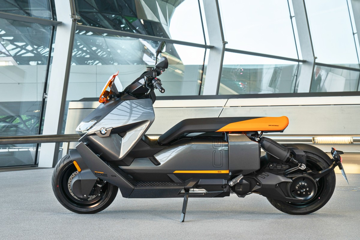 BMW CE 04 electric scooter 1