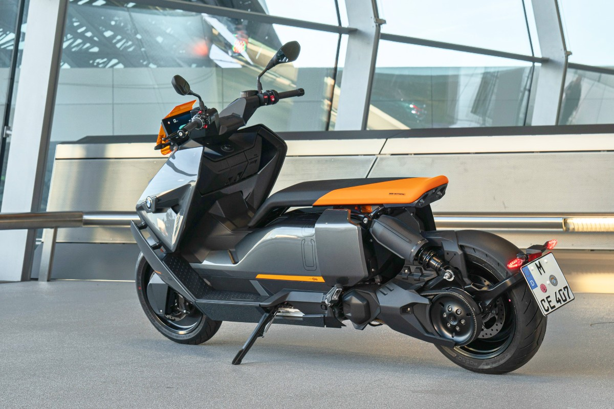 BMW CE 04 electric scooter 7