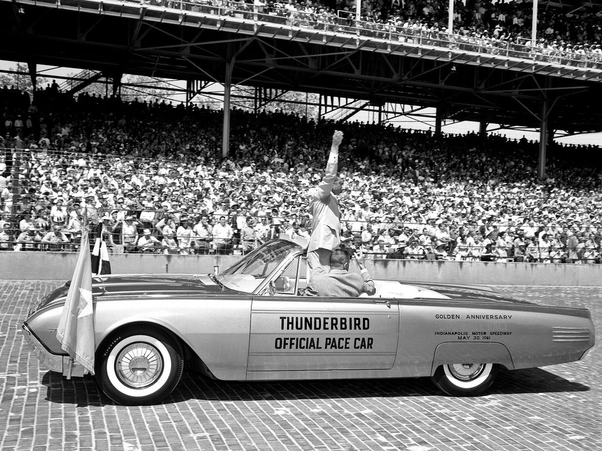 1961 Ford Thunderbird 2
