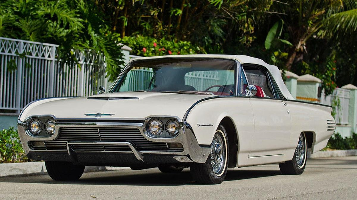 1961 Ford Thunderbird 4