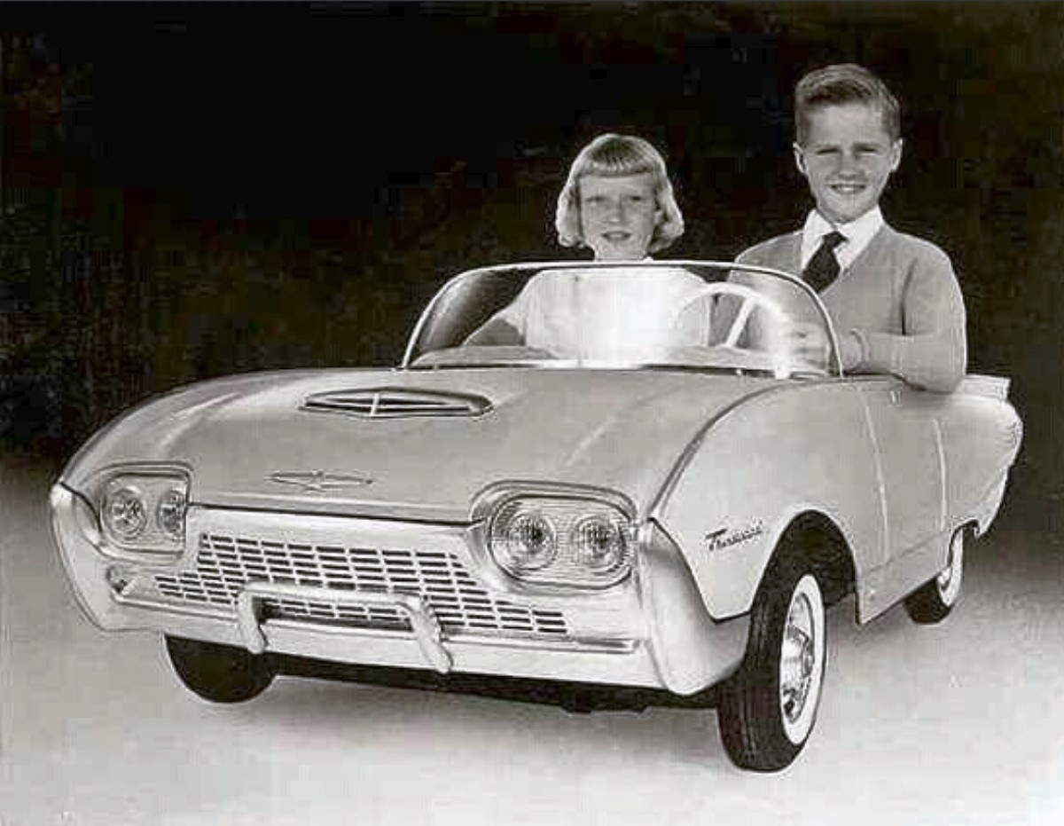 1961 Ford Thunderbird 8