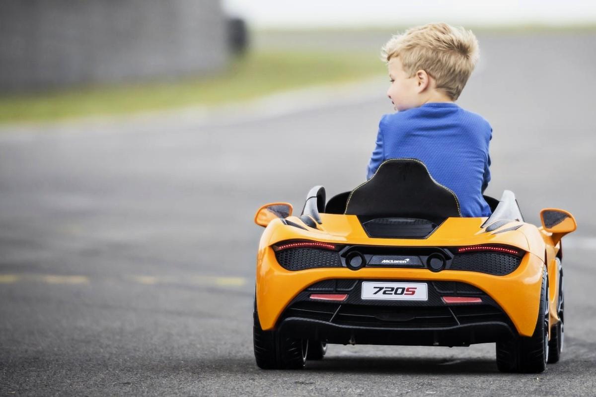 Daniel Ricciardo McLaren limited edition 7