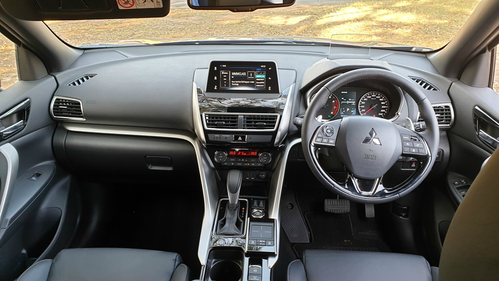 Mitsubishi Eclipse Cross Exceed dash 1