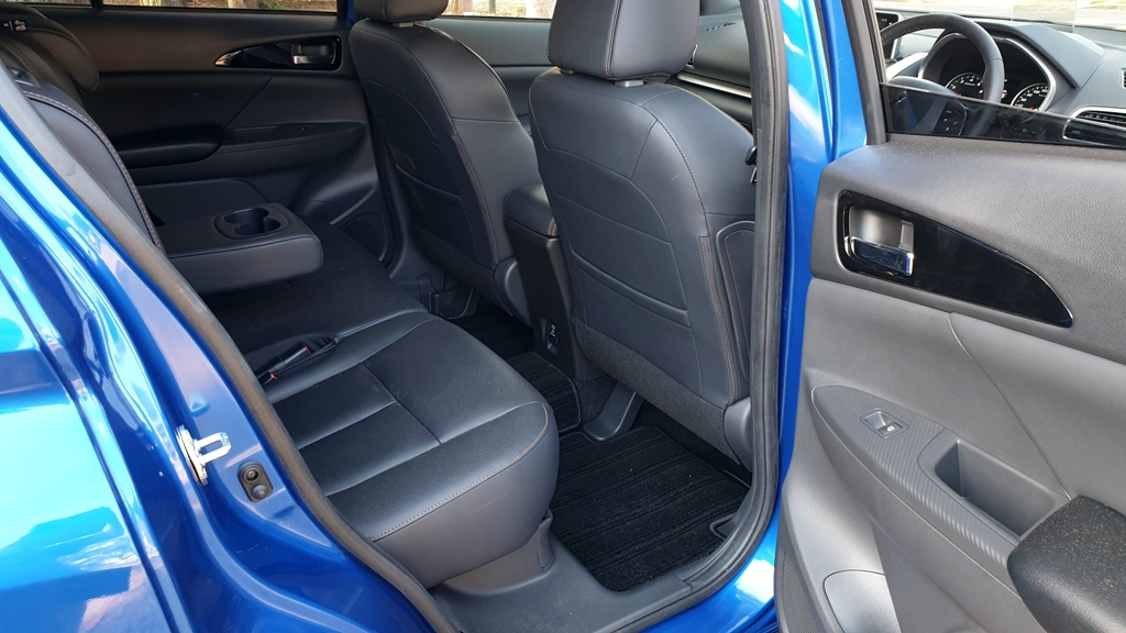 Mitsubishi Eclipse Cross Exceed rear seats 1